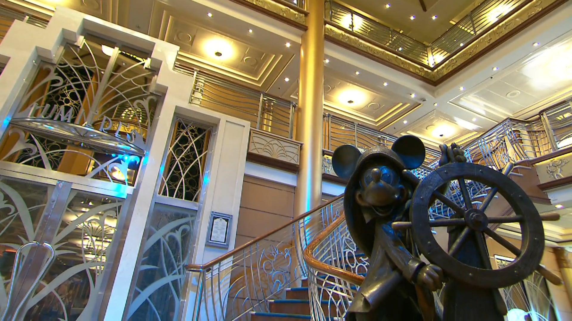 Minnie Mouse on atrium