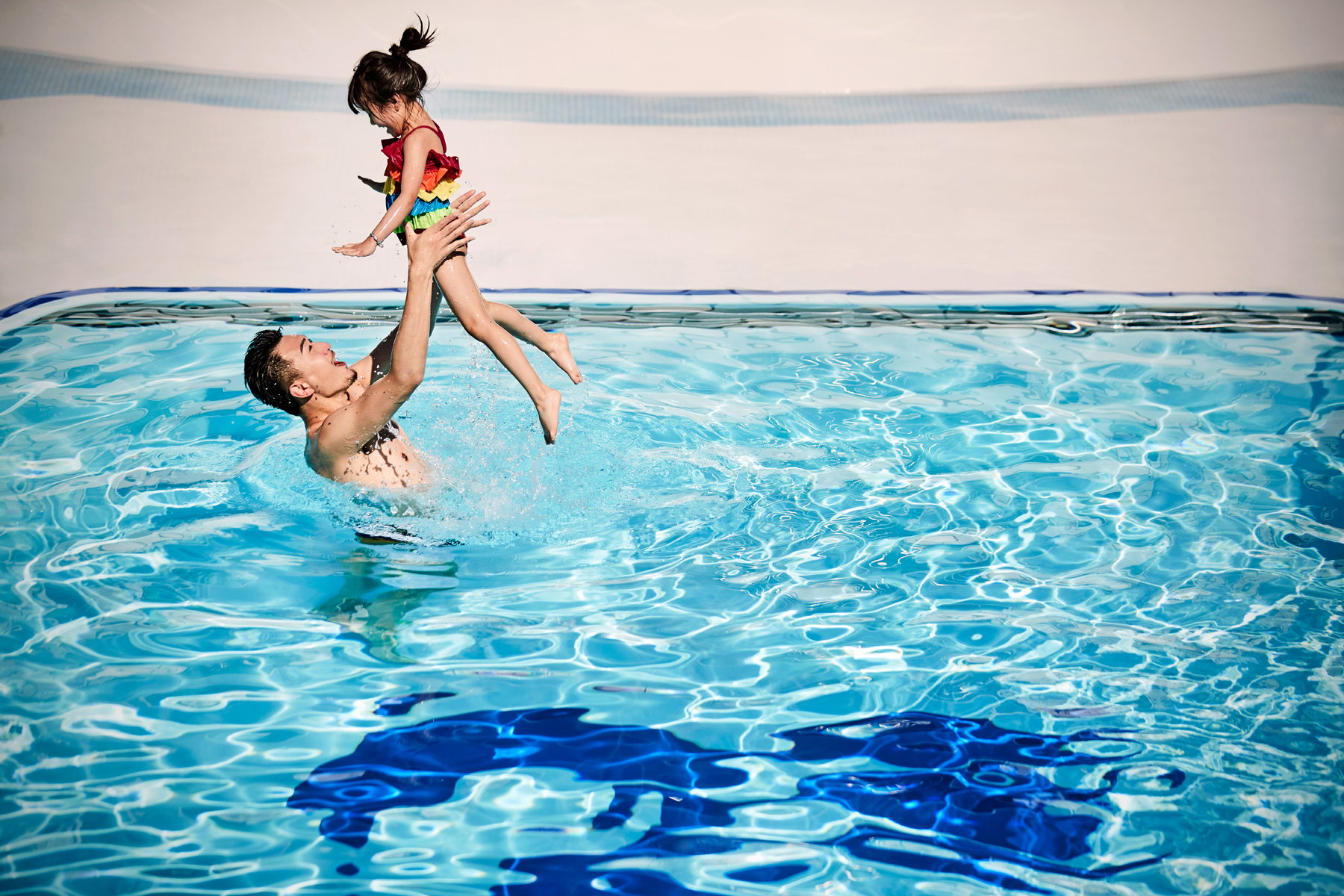 Father and daughter in the pool on a Princess Cruise ship (source: Princess Cruises)