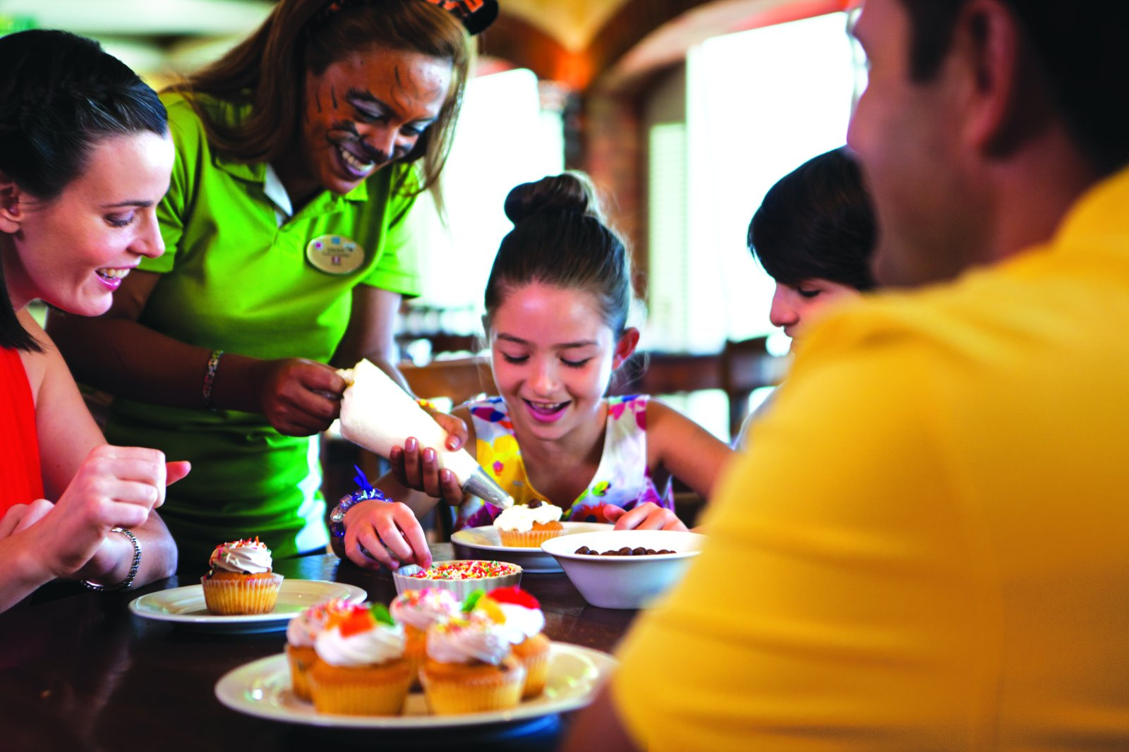 Cupcake decorating class on NCL