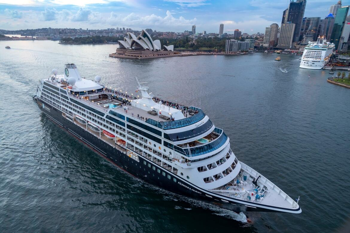 Azamara Quest guests were treated to a stunning sunrise in Sydney Harbour